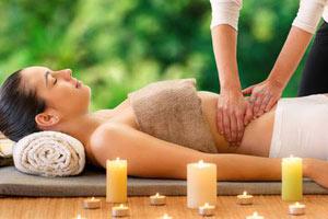 Massage ayurvédique abhyanga à l'huile de sésame, massage bien-être avec Fanny